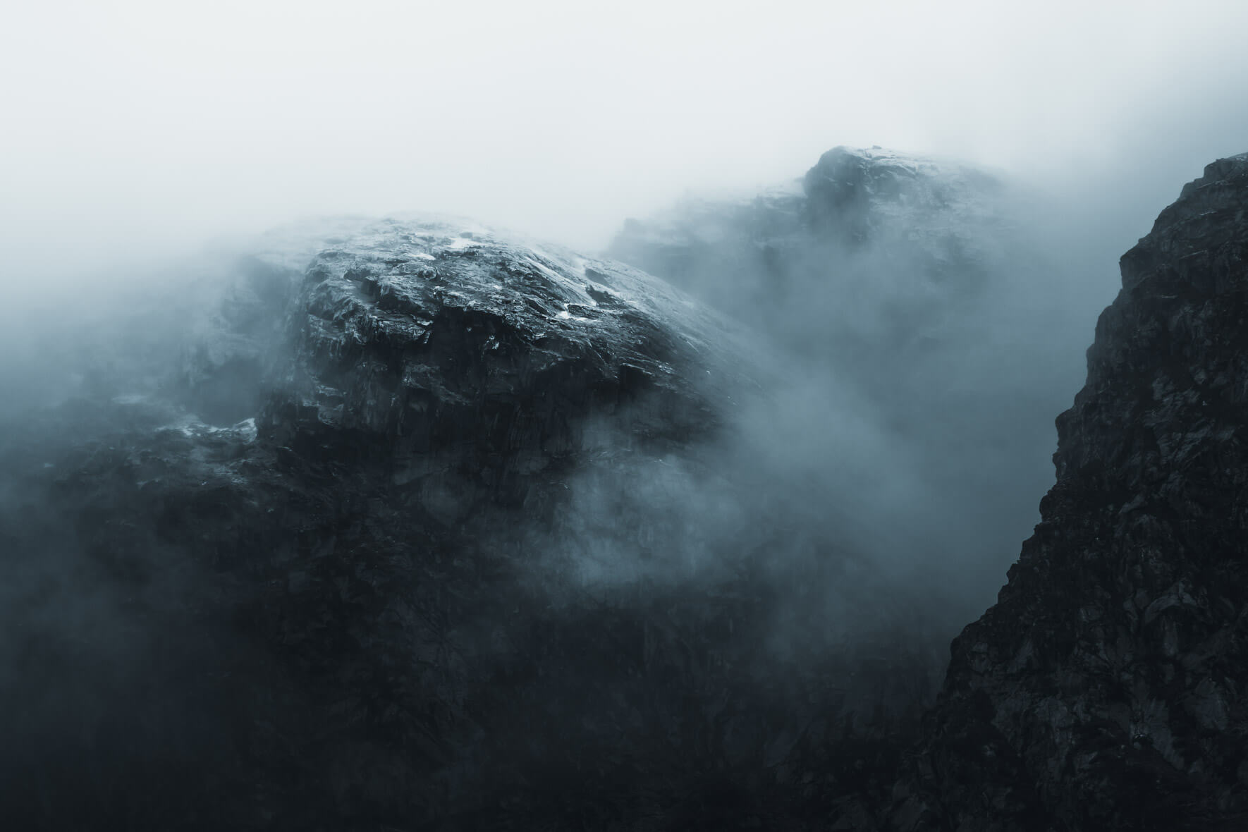 Dark and moody landscape photography by Northlandscapes - Jan Erik Waider
